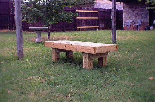 ספסל מעץ לגינה